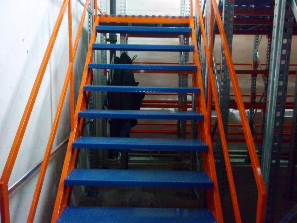 Металлические лестницы.