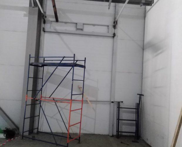 секционные ворота, промышленные ворота, проём ворот, зона разгрузки